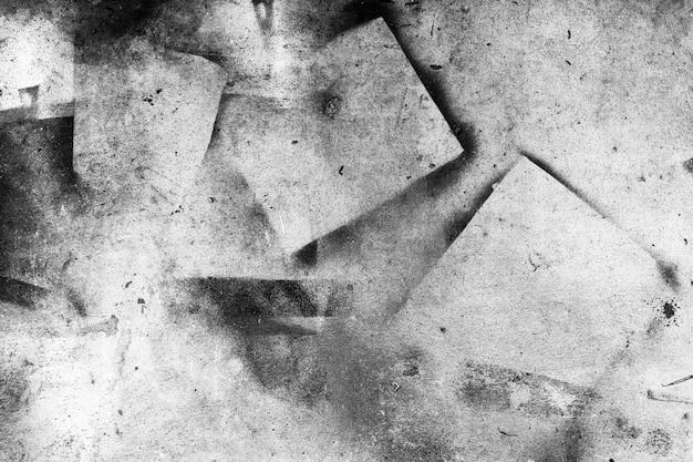 黒い色で古いコンクリートの壁のテクスチャから抽象的な背景を描いたし、傷が付いています。