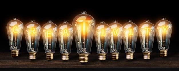暗い背景に多くの電球