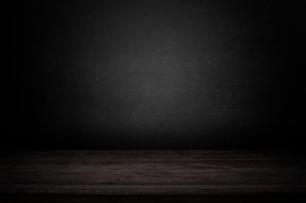 暗い背景を持つ空のテーブル