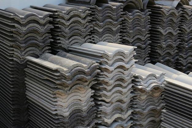 灰色の屋根のタイル材料の灰色のテクスチャイメージ