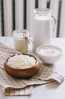 新鮮な乳製品、牛乳、カッテージチーズ、サワークリーム、クリーム、農産物