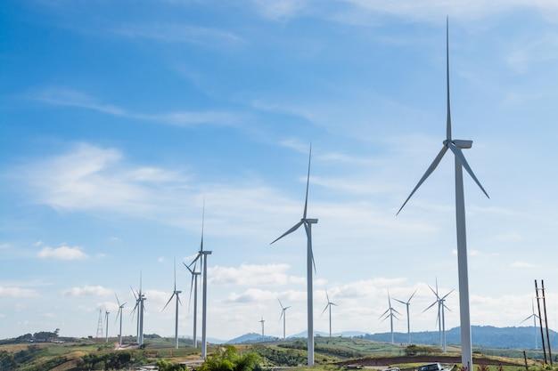 Ветряная турбина в ландшафтной природе