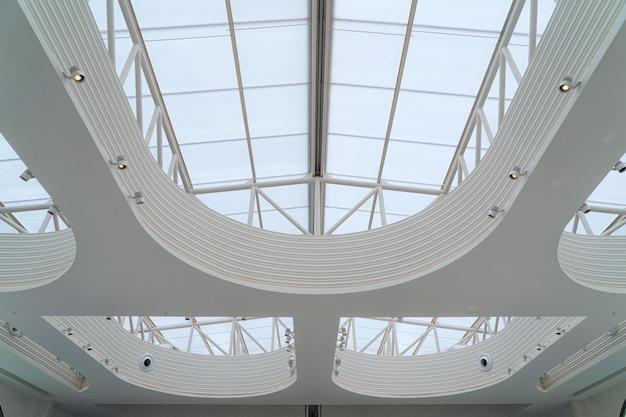 Абстрактная конструкция стальная стеклянная рама крыши