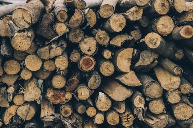 冬の薪、薪の山、薪の山。