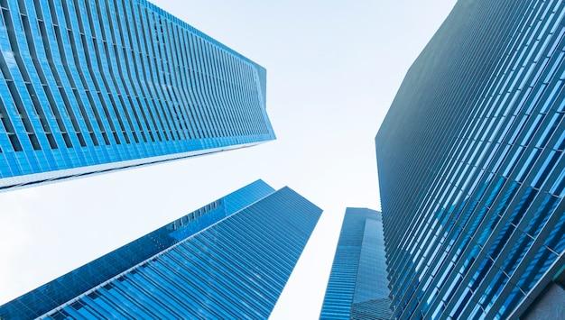 視点外装パターン青いガラスの壁のモダンな建物。