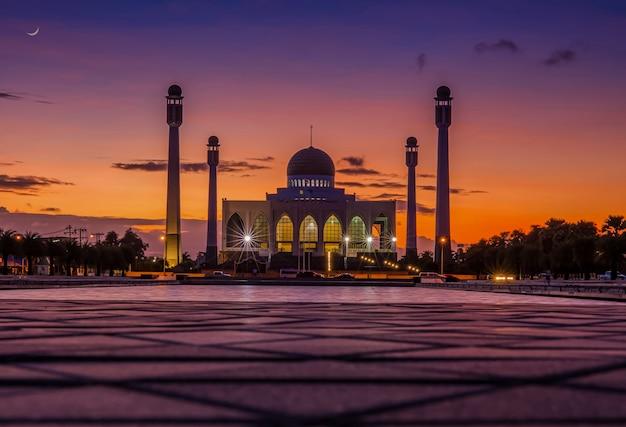ソンクラー中心部のモスク周辺の夜の光