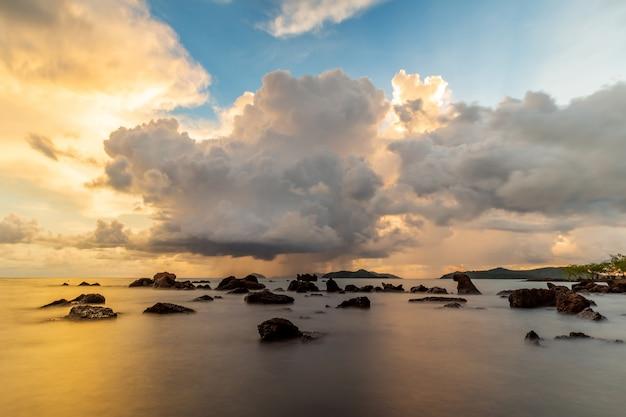 マック島、トラート、タイでの幸せな休日