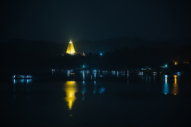 Пагода бодх гая пейзаж полуночный вид храма в районе сангхлабури