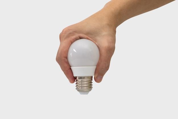 白い背景で隔離された電球の形をしている手