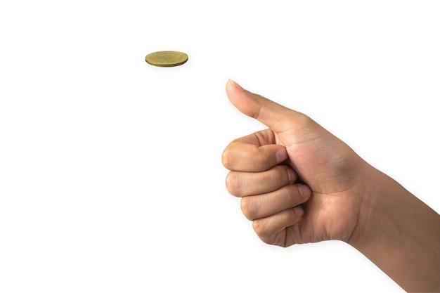 Рука бизнесмена, бросая золотую монету, изолированных на белом фоне