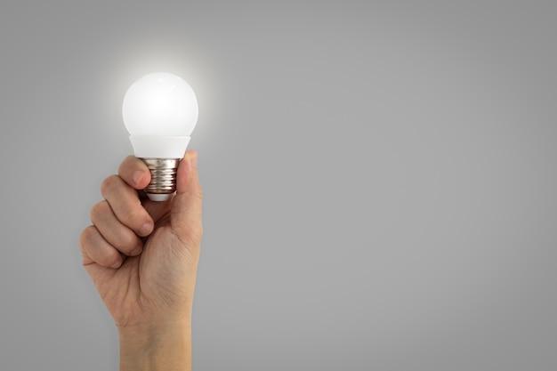 手、照明、電球、アイデア、インスピレーション、コンセプト