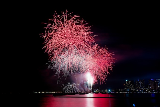 タイの海で花火。