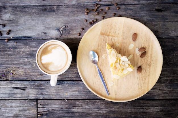 コーヒーカップとケーキプレート