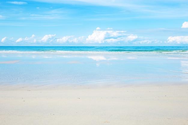 ビーチの白い砂。