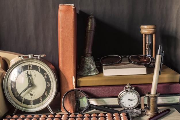 古い机の上に文具