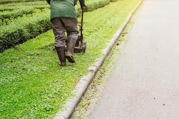 公園内の労働者。