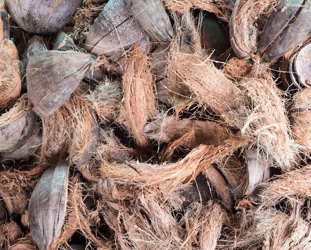 ココナッツの皮のスタック。