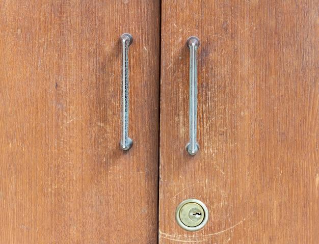 Старые деревянные шкафчики