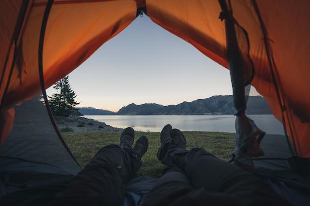 Кемпинг на берегу озера новая зеландия