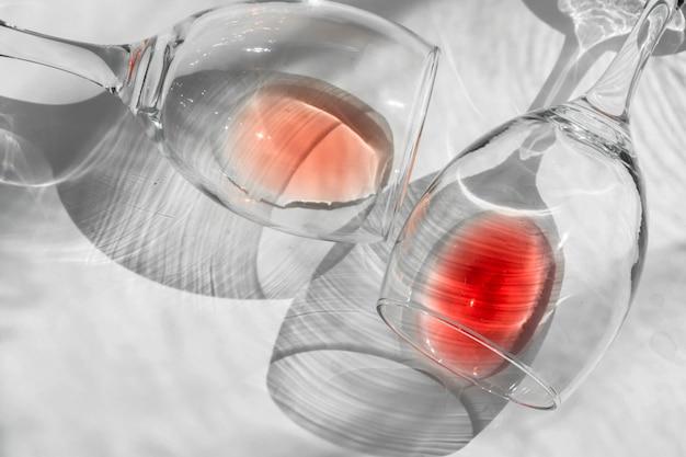 抽象的なワイングラス、アートグラス