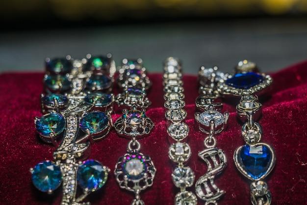 Серебряные браслеты с цирконием