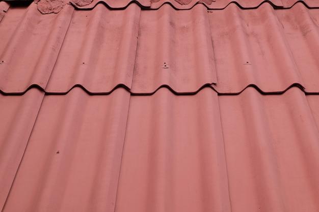 赤いタイルの屋根の背景