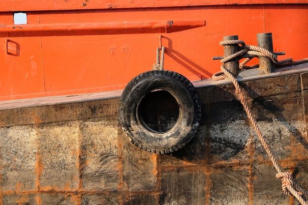 バンパーボート用の古いタイヤ