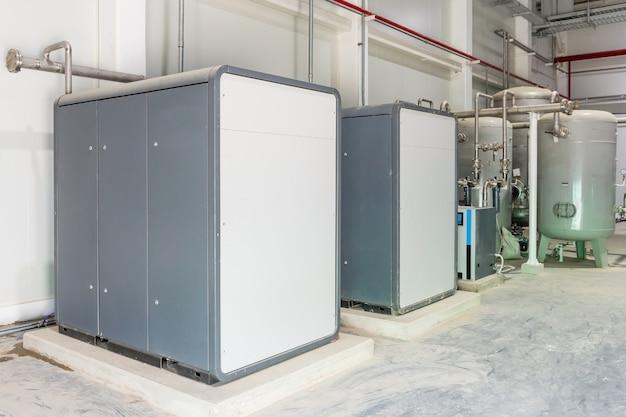 工場業界におけるパイプラインエアコンプレッサータンクシステム