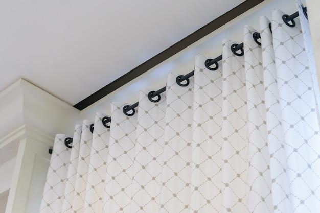 リングトップレール付きの美しいカーテン、リビングルームのカーテン内装