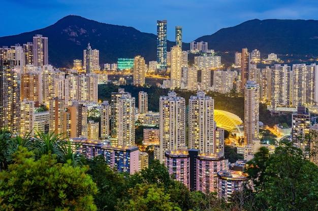 香港島のジャーディンの展望台とハッピーバレーの高層マンション