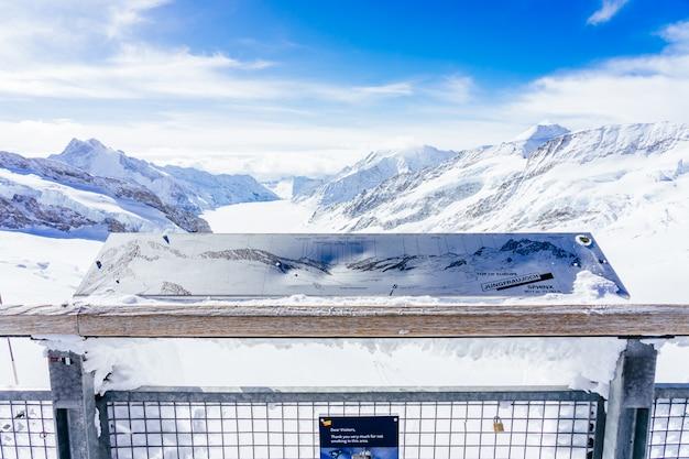 ユングフラウヨッホ-アレッチ氷河/フレッシュ氷河。スイス、ユングフラウヨッホ駅の眺めからアルプスの山々のパノラマビュー
