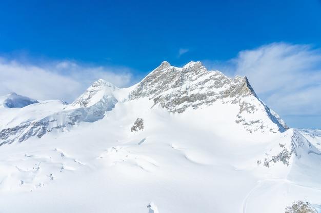 ユングフラウヨッホ、スイスのヨーロッパのトップから岩の崖ユングフラウピークビューのパノラマ風景