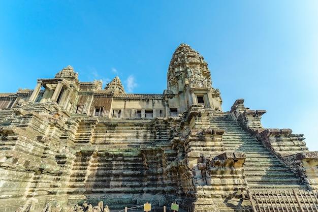 Прекрасный вид храма ангкор-ват, камбоджа, юго-восточная азия