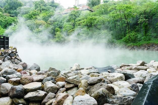 熱い谷の熱い蒸気