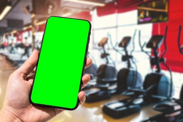 女性のクローズアップのスマートフォンを持っている手