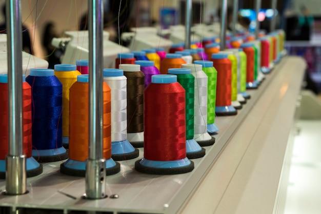 Промышленная вышивальная машина.