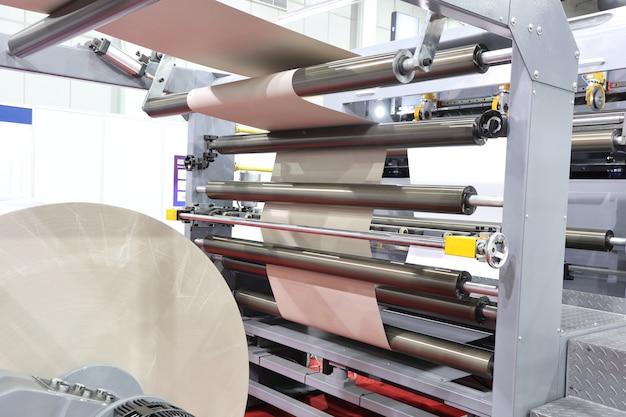 現代の紙裁断機