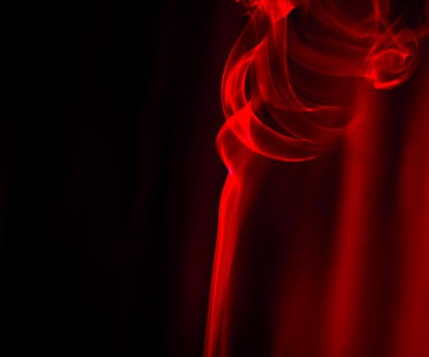 黒の背景に抽象的な煙の動き