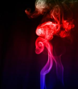背景に煙の要約の動き