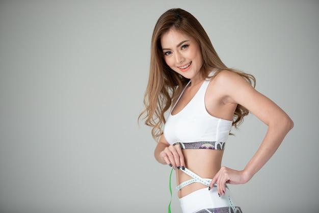 美しいスリムな女性の身体