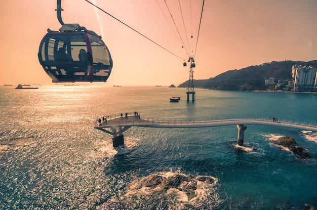 韓国、韓国慶尚南道、釜山に海雲台ビーチがある釜山の都市。