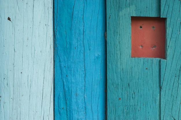 木の板にカラフルなペイント、色テクスチャ背景。