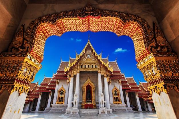 Храм в бангкоке, прекрасный тайский храм ват бенджамоборфит в таиланде