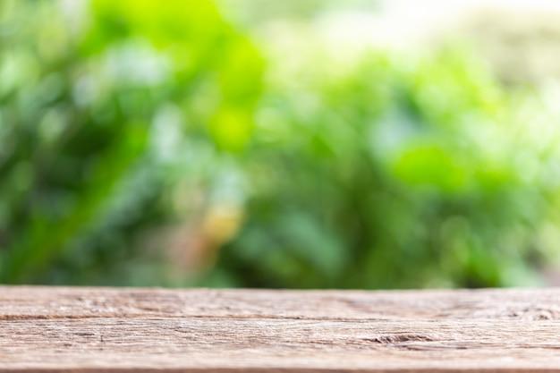 Пустое пространство топ старинные деревянные стол или счетчик и солнечный абстрактные размыты боке фон