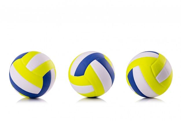 新しいバレーボールボールスタジオ撮影と白で分離
