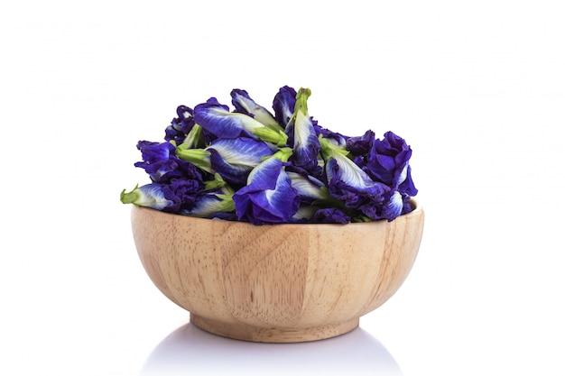 新鮮な紫蝶エンドウの花