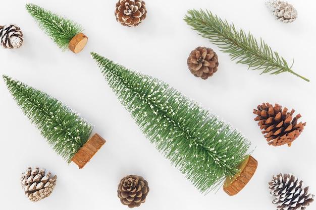 クリスマスツリー、クリスマスツリー、白背景