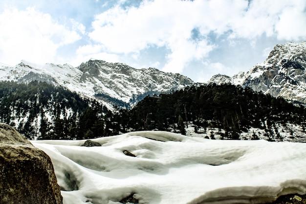 Снежная гора в пейзаже калам сват пейзаж