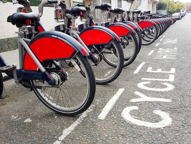 ロンドンの駅でレンタル自転車
