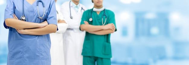 医者は病院で働いています。医療と医療サービス。